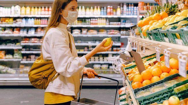 Covid-19: Los mexicanos prefieren surtir su despensa en el supermercado físico